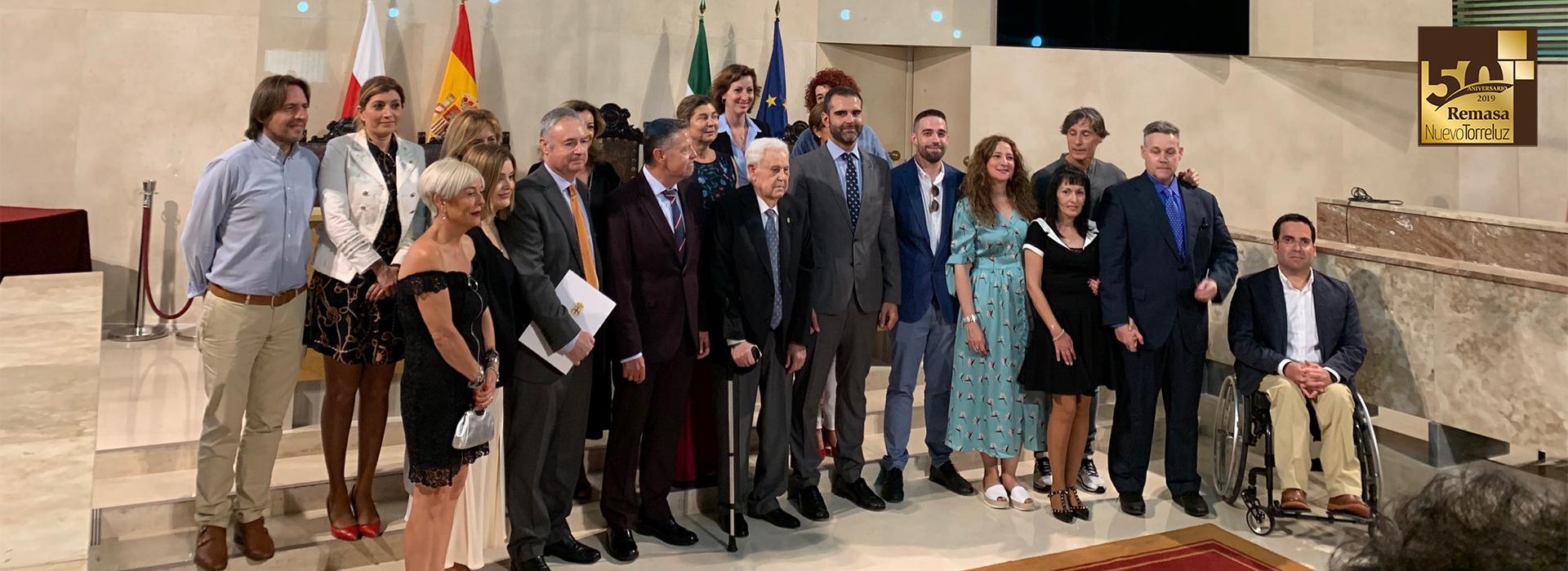 El alcalde impone el Escudo de Oro de Almería a José Requena García